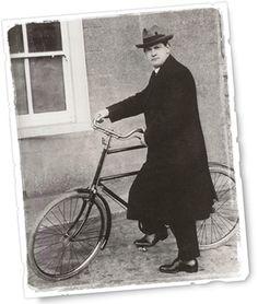 BREAKING: Photo evidence Michael Collins was not Fine Gael but Green Party member Irish Republican Brotherhood, Irish Republican Army, Ireland 1916, Ireland Map, The Wild Geese, Irish News, Bobby Sands, Irish People, Veils