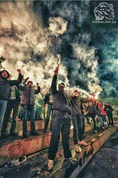 Soccer Fans, Football Fans, Titanic Tattoo, Pablo Emilio Escobar, Ultras Football, Red Star Belgrade, Shark Art, Wreath Watercolor, City Aesthetic
