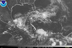 Un área de aguaceros desorganizados y tormentas se encuentra sobre el suroeste del Golfo de México y la Bahía de Campeche asociado con un área de baja presión débil.