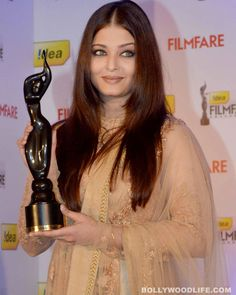 Read Article ▶ Aishwarya Rai Bachchan unveils Filmfare's special trophy to commemorate 100 years of Indian cinema!