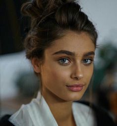 Taylor Marie Hill on set for Raye 2016 Taylor Marie Hill, Taylor Hill Hair, Taylor Hill Style, Beauty Make-up, Beauty Hacks, Hair Beauty, Beauty Care, Beauty Tips, Natural Eyebrows