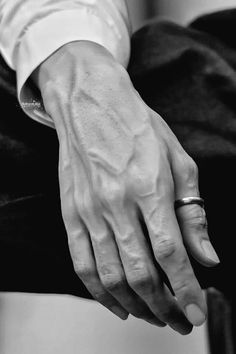 Hand Drawing Reference, Art Reference Poses, Drawing Tips, Bad Boy Aesthetic, Character Aesthetic, Pretty Hands, Beautiful Hands, Hand Veins, Hands With Rings