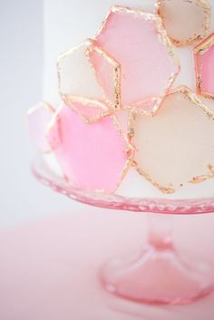 Neat cake, for any theme party.Fun geometric pink and gold design, for this modern wedding cake. Pretty Cakes, Cute Cakes, Beautiful Cakes, Amazing Cakes, Beautiful Cake Designs, Cakes Originales, Geometric Cake, Geometric Wedding, Geometric Designs