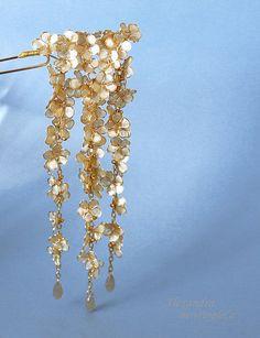 Resin Japanese Kanzashi. Hair Pin. Gold and opaque white. Handmade