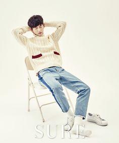 Lee Won Geun - Sure Magazine January Issue Asian Actors, Korean Actors, Do You Like Messi, Lee Won Geun, Sassy Go Go, Park Hyung Shik, Kim So Eun, Korean Fashion, Mens Fashion