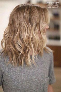Beachy Highlights That Make Every Hair Color Look Perfectly Sunkissed: Honey Blonde Balayage Cool Blonde Hair, Honey Blonde Hair, Platinum Blonde Hair, Blonde Balayage Honey, Baby Blonde Hair, Blonde Waves, Balayage Brunette, Brunette Hair, Dark Hair