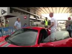 Un supporter du Barça attaque Jérémy Mathieu en Ferrari (vidéo) - http://www.actusports.fr/119518/un-supporter-du-barca-attaque-jeremy-mathieu-en-ferrari-video/