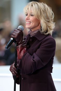"""Singer Faith Hill performs on NBC's """"Today"""" at Rockefeller Center on November 24, 2008 in New York City. (Photo by Bryan Bedder/Getty Images) *** Local Caption *** Faith Hill"""
