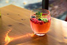 Alcoholic Drinks, Wine, Food, Fotografia, Essen, Liquor Drinks, Meals, Alcoholic Beverages, Yemek