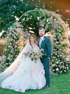 Wedding Spot, Perfect Wedding, Our Wedding, Garden Wedding, Bride Portrait, Wedding Portraits, Wedding Photos, Elegant Wedding Dress, Floral Wedding