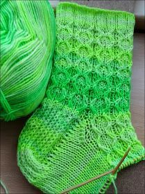 Diamonds in the Fluff (Ravelry) Nadel - strickmuster/ Socken - Baby Knitting Patterns, Baby Patterns, Stitch Patterns, Crochet Patterns, Knitting Socks, Hand Knitting, Knit Socks, Ravelry, Learn How To Knit