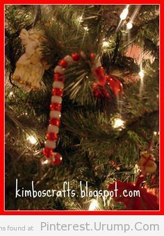 Easy Christmas craft for kids to make using beads and pipe cleaners.