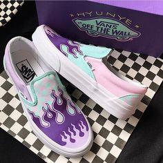 tag a vans lover - Sneakers Vans Sneakers, Vans Customisées, Moda Sneakers, Tenis Vans, Cute Sneakers, Adidas Shoes, Custom Vans Shoes, Custom Painted Shoes, Painted Vans