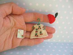 ANZIEHBAR. Miniatur Kleid Mütze/Häubchen von YuliyasOOAKdolls