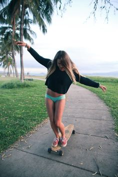 Question of the day skateboarding or long boarding ? Skate Girl, Skateboard Girl, Skateboard Wheels, Surf Style, Surf Girls, Skateboards, Belle Photo, Selfies, Hot Girls