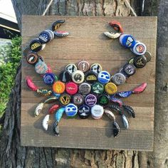 Not sure if it's my favorite design, but it's an interesting idea for our bottle cap & wine cork collection.Wine Corks - Bottle cap crab, this is a really cute idea. I think Id paint the bottle caps though - Crafting Timeout Beer Bottle Caps, Bottle Cap Art, Beer Caps, Beer Cap Art, Bottle Cap Magnets, Bottle Cap Table, Beer Bottles, Vodka Bottle, Seashell Crafts