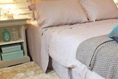 L'Astuce déco d'Aurélie Hémar : relooker une chambre dans un esprit campagne chic - Côté Maison Bed, Furniture, Home Decor, Furniture Makeover, Painting Fabric Furniture, Decoration Home, Stream Bed, Room Decor, Home Furnishings
