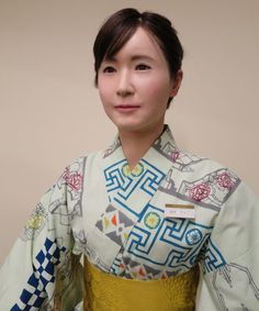 Android Shop Assistants - Shop Robot Aiko Chihira Helps Customers at Mitsukoshi