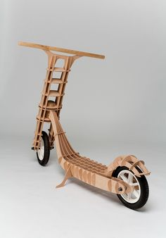 I was inspired by plywood models. The body is made from plywood and is connected by ribs without using any mechanical joints, including the main articulation of handlebar fork.U této koloběžky jsem se inspiroval překližkovými modely. Trup koloběžky je t… Wooden Scooter, Wooden Bicycle, Wood Bike, Cnc Projects, Woodworking Projects, Arte Pallet, Kids Bike, Wood Toys, Woody