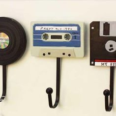 Disc Cassette Hook Harga Rp 170.000,-/set 1set isi 3pcs  ukuran: 15x10cm/pcsnya Berat 1 Kg Harga 195,000  WA: 0857-0840-1007  #souvenirpernikahanunik #souvenirpernikahanmurah #souvenirpernikahansurabaya #souvenirpernikahanmalang #souvenirpernikahanjogja #souvenirpernikahansemarang #souvenirpernikahanbandung #souvenirpernikahanmurahsurabaya #souvenirpernikahanunikdanelegan #souvenirpernikahanbali #pernakpernikshabbychic #pernakpernikshabby #jualpernakpernikshabby #tokopernakpernikshabbychic…