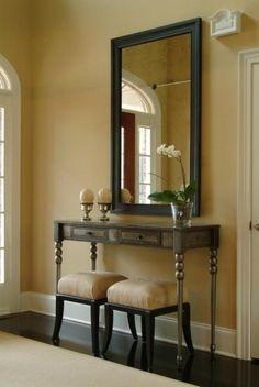 Ingresso classico con orchidea - Arredare l'ingresso con lo stile classico e un piccolo fiore