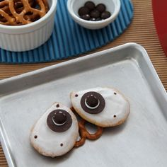 Wall-E Cookies - Top Disney Cookie Recipes Disney Desserts, Disney Food, Disney Recipes, Disney Pixar, Disney Snacks, Disney Theme, Disney Magic, Wall E, Cupcakes