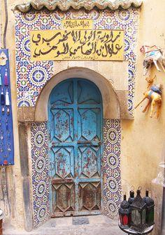 Africa | An old door in Fez, Morocco | © Sally Walton