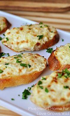 Artichoke Bruschetta (or Hot Artichoke Dip) Artichoke Brus. - Artichoke Bruschetta (or Hot Artichoke Dip) Artichoke Bruschetta {or} Hot Art - Finger Food Appetizers, Appetizer Dips, Yummy Appetizers, Appetizers For Party, Appetizer Recipes, Appetizer Dinner, Dinner Recipes, Italian Food Appetizers, Finger Foods For Party