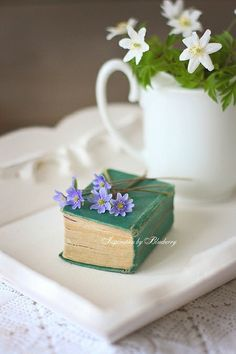 """syflove: """"little flowers """" I Love Books, Books To Read, Miniature Photography, Book Flowers, Book Letters, Blueberry Jam, Little Flowers, Old Books, Little Things"""