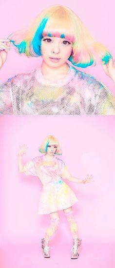 きゃりーぱみゅぱみゅ Kyary Pamyupamyuhttp://www.pinterest.com/choysato/colour-hologram/