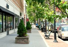 Downtown Fairfield is the heart of the town offering casual eateries, fine dining, conveniences and strolling amongst ice cream parlors, bakeries and specialty shops. It is a winning combination of small town appeal with large town amenities.