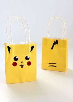 Throw a fun Pokemon-themed party with these easy DIY Pokemon Party Ideas including Pikachu gift bags, Pokeball party favors and Pokeball cupcake wrappers! Pokemon Party Bags, Pokemon Themed Party, Pokemon Gifts, Pokemon Birthday, 8th Birthday, Diy Party Bags, Party Favor Bags, Goodie Bags, Favor Boxes