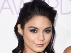 Vanessa Hudgens brought the '90s back with her beauty look at the 2016 People's Choice Awards!