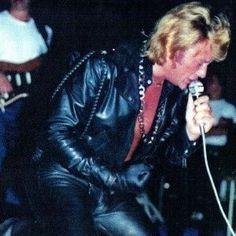 Tenues de scène de Johnny Hallyday— Tournée 79 Costume, Rock N Roll, Attitude, Boss, Fictional Characters, Free, Rock Legends, Scene Outfits, Photography