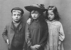 Image of Spitalfields Nippers by Horace Warner Antique Photos, Vintage Pictures, Vintage Photographs, Old Pictures, Vintage Images, Old Photos, Black White Photos, Black And White Photography, Belle Epoque