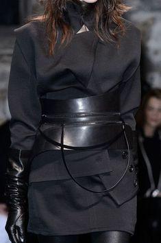 Ann Demeulemeester at Paris Fall 2015 (Details) gloves runway fashion Ann Demeulemeester, Dark Fashion, Leather Fashion, Gothic Fashion, Steampunk Fashion, Emo Fashion, Damir Doma, Runway Fashion, Fashion Beauty