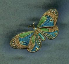 Goldwork butterfly - how beautiful Embroidery Keka❤❤❤ Butterfly Embroidery, Gold Embroidery, Hand Embroidery Designs, Embroidery Stitches, Embroidery Patterns, Lesage, Gold Work, Embroidery Techniques, Bead Art