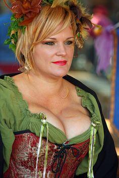 busty renaissance faire women size