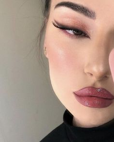 ✔ Aesthetic Makeup Looks Eyeliner Glam Makeup, Makeup Inspo, Contour Makeup, Beauty Makeup, Makeup Ideas, Makeup Style, Makeup Hacks, Cat Eye Makeup, Grunge Eye Makeup