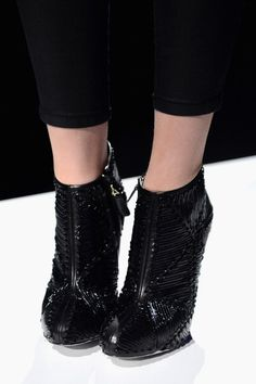 Looooove these booties! Are they heelless?