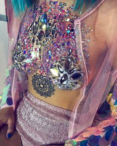 """Everyone's favorite body art Instagram is raising the stakes once again. You may remember The Gypsy Shrine for their """"glitter butts"""" trend, well they've perked up for another amazing trend. What do you get when you take something I already can't stop staring at and add glitter to it? Yeah, you st"""