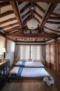 Cheong Yeon Jae Hanok Hotel, Séoul – Tarifs 2018 Traditional Interior, Traditional House, Korean Traditional, Bedroom Inspo, Home Bedroom, Korea Design, Asian Home Decor, Interior Decorating, Interior Design