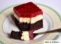 Ciasto czekoladow z masa budyniowa i truskawkami. http://kobieceinspiracje.pl/16386,ciasto-czekoladowe-z-masa-budyniowa-i.html