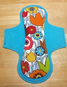The Luna Wolf cloth pad patterns feature hidden cores, but exposed cores are a nice way to mix things up a bit! Here's how to make a four l...