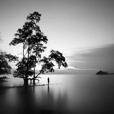 Black and white photos of the ocean and land. Photographer: Hengki Koentjoro.