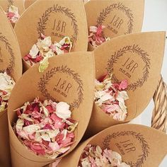 We love seeing customers pictures! These Boho cones and this mix looks great🙌🏻 #biodegradableconfetti #weddingconfetti #biodegradablepetals #confettimoment