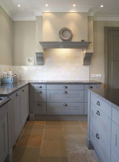 :: Havens South Designs :: Hood design to incorporate frieze and mantle parts Cottage Kitchen Tiles, Cottage Kitchens, Grey Kitchens, New Kitchen, Home Kitchens, Kitchen Decor, Blue Gray Kitchen Cabinets, Gray And White Kitchen, Kitchen Cabinet Colors
