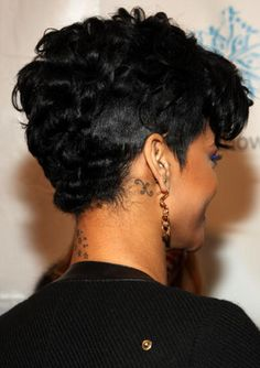 Back Of Rihannas Short Hair - Rihanna's Short Haircuts: Best Styles Over the Years
