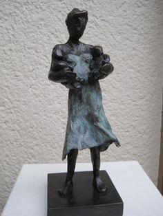moeder met tweeling, tweeling baby's, bronzen beeldje van een moeder met kindjes, klein bronzen beeld