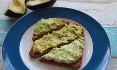 Drei tolle und schnell gemachte Aufstrich-Variationen mit Avocado für Babys: Avocado-Frischkäse, Avocado-Zucchini-Pesto und Avocado-Bananen-Mandelmus.